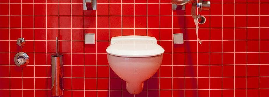 Toilette an der Wand